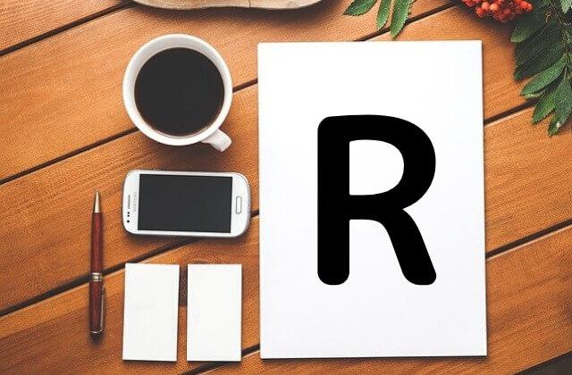 Rの書かれた紙