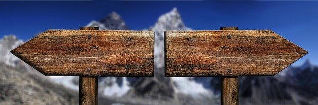 2つの方向看板
