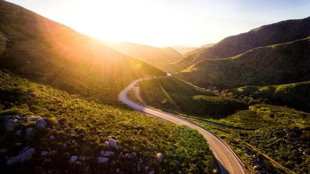 山の中を走る道
